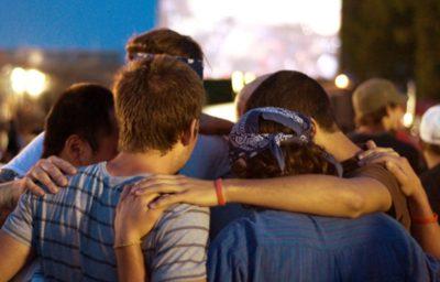 youth-young-men-praying